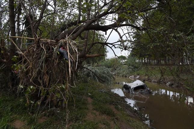 Thế giới tuần qua: Pháp hứng chịu trận lũ lụt khủng khiếp ảnh 8