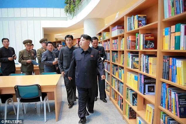 """Lãnh đạo Triều Tiên Kim Jong-un thị sát tòa nhà """"nguyên tử"""" mới ảnh 5"""