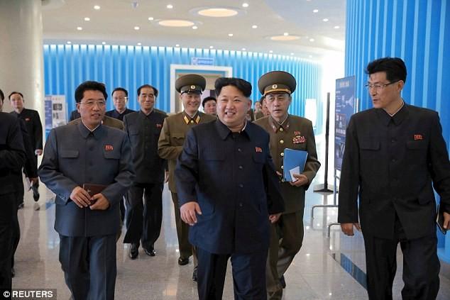 """Lãnh đạo Triều Tiên Kim Jong-un thị sát tòa nhà """"nguyên tử"""" mới ảnh 7"""