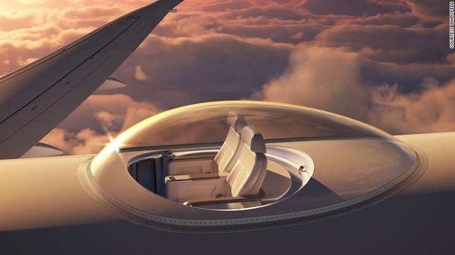 Đi thang máy lên nóc máy bay để ngắm cảnh ảnh 1