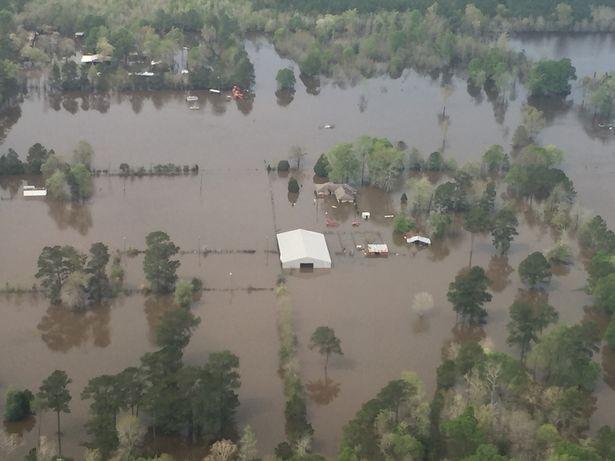 Lũ lụt kinh hoàng ở Mỹ, 5 người thiệt mạng ảnh 1