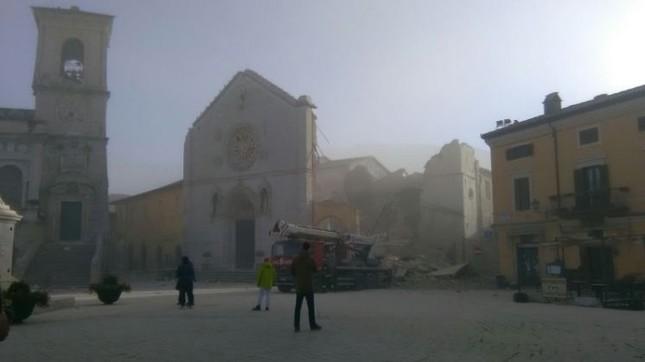 Ý tan hoang sau động đất cực mạnh ảnh 3