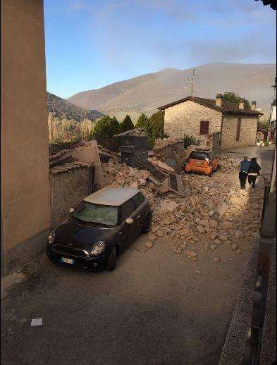 Ý tan hoang sau động đất cực mạnh ảnh 4