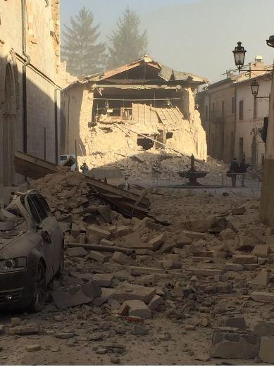 Ý tan hoang sau động đất cực mạnh ảnh 5
