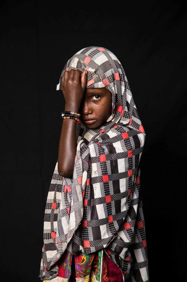 Thiếu nữ bên vườn đào lọt top ảnh ấn tượng nhất của Reuters ảnh 11