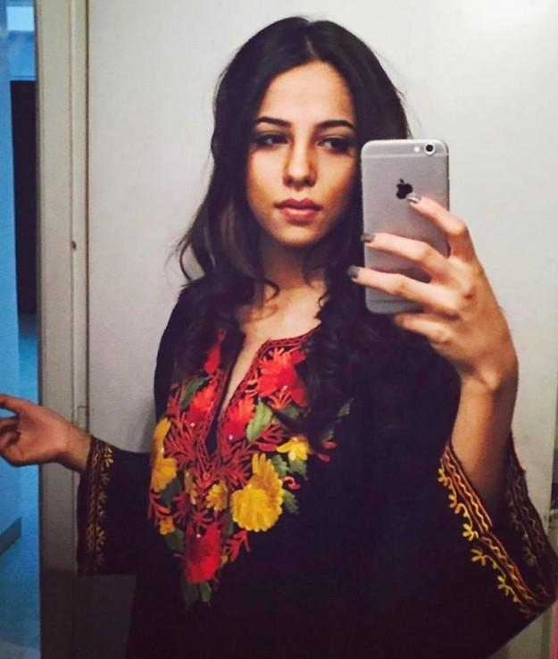 Cô gái bỗng dưng nổi tiếng vì chụp selfie cùng thần tượng ảnh 4