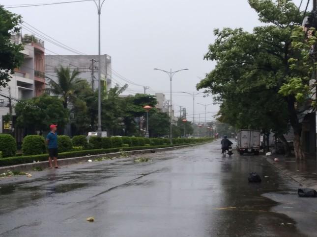 Bão số 9 áp sát, Quảng Ngãi mưa lớn, gió rít từng hồi ảnh 19