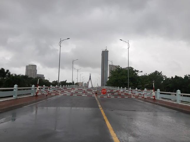 Bão số 9 áp sát, Quảng Ngãi mưa lớn, gió rít từng hồi ảnh 17