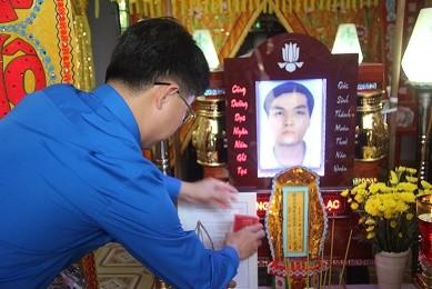Truy tặng 'Huy hiệu Tuổi trẻ dũng cảm' cho hiệp sỹ Nguyễn Hoàng Nam ảnh 3