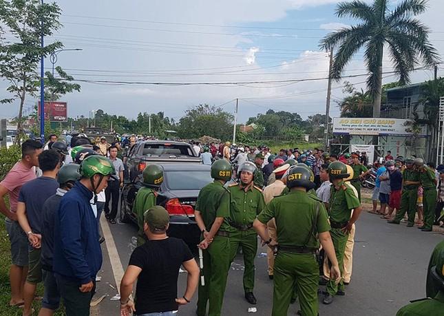 Bắt đại ca giang hồ huy động hàng chục đàn em bao vây xe chở Công an ảnh 1