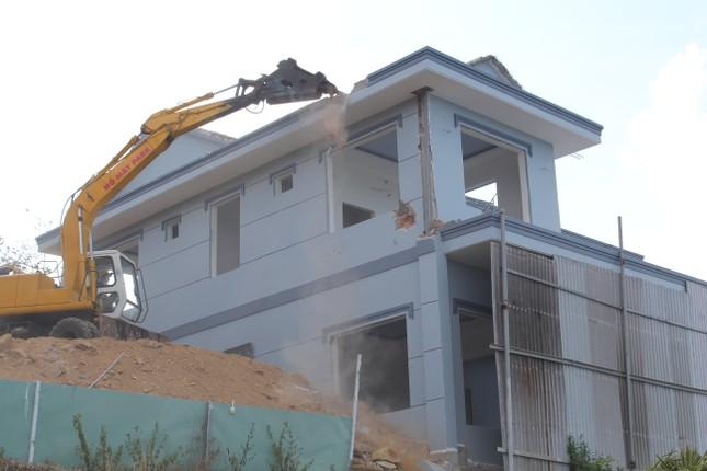 Tháo dỡ biệt thự 'khủng' xây trái phép trên núi ở Vũng Tàu ảnh 1
