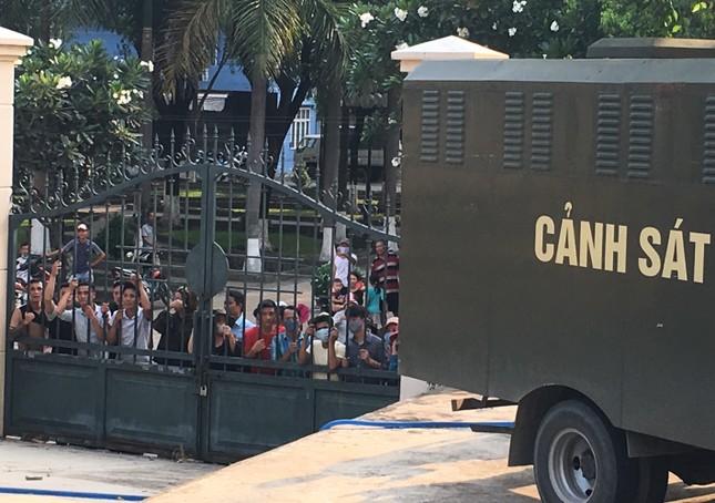 Vụ giang hồ vây xe chở công an ở Đồng Nai: 'Giang 36' bị tuyên 4 năm tù ảnh 2