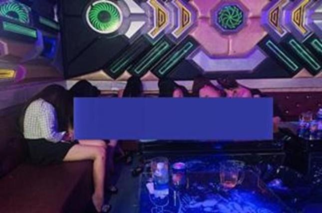 Kiểm tra quán karaoke, phát hiện hàng loạt tiếp viên khỏa thân phục vụ khách ảnh 1
