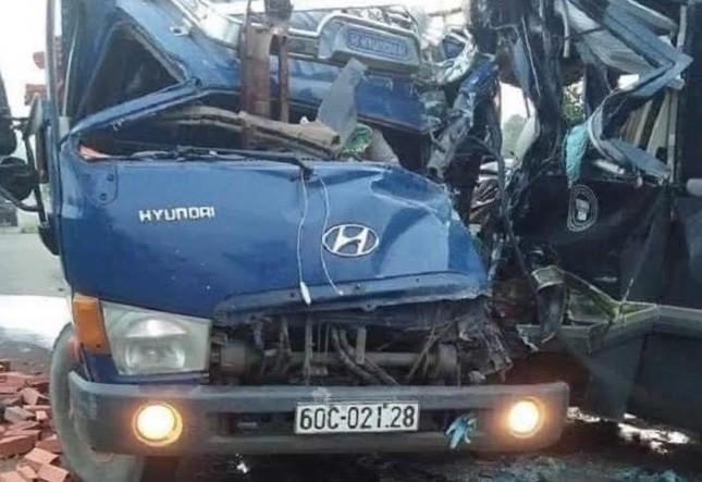 Xe tải đối đầu xe khách, 2 tài xế thương vong ảnh 1