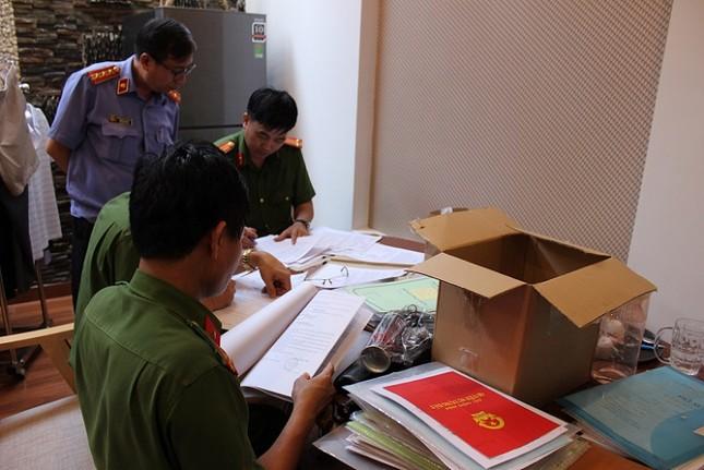 400 cảnh sát đồng loạt khám xét 10 cây xăng, bắt khẩn cấp giám đốc hệ thống xăng Vân Trúc ảnh 4