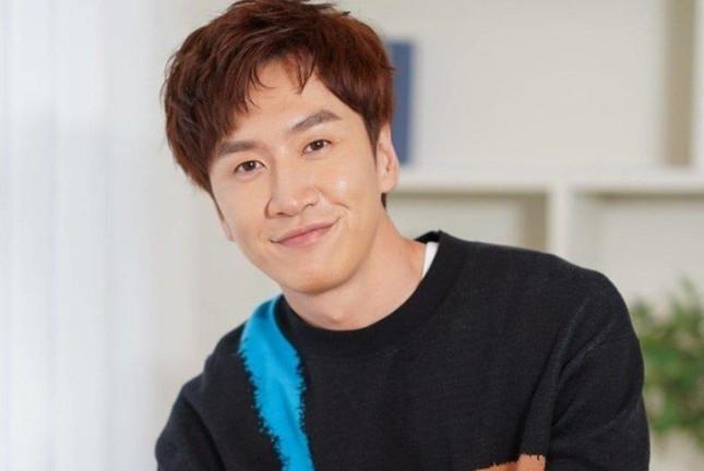 """Netizen tiếc nuối khi """"Thánh phản bội"""" Lee Kwang Soo chính thức rời """"Running Man"""" ảnh 1"""