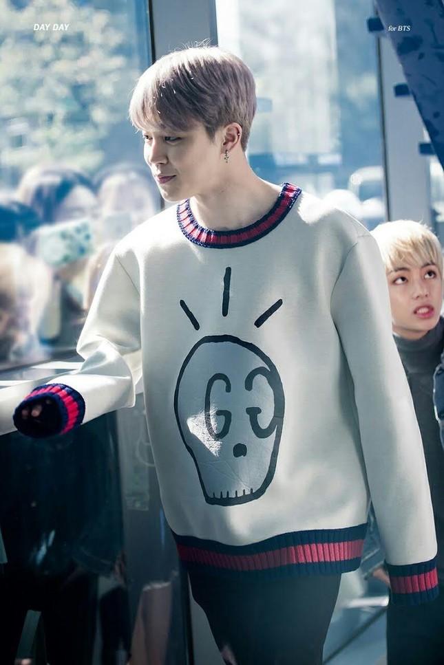 """10 món quà """"siêu xịn xò"""" của K-Pop: Xe đồ ăn áp đảo, Jung Kook tặng chuyến du lịch Tokyo ảnh 1"""