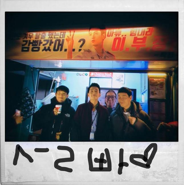 """10 món quà """"siêu xịn xò"""" của K-Pop: Xe đồ ăn áp đảo, Jung Kook tặng chuyến du lịch Tokyo ảnh 8"""