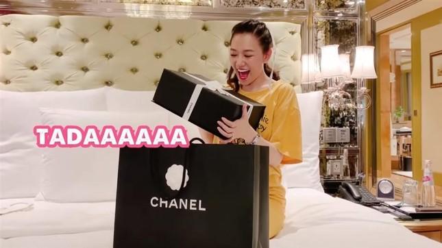 """Trấn Thành tặng túi hàng hiệu gần trăm triệu cho Hari Won vì ý tưởng làm phim """"Bố Già"""" ảnh 3"""