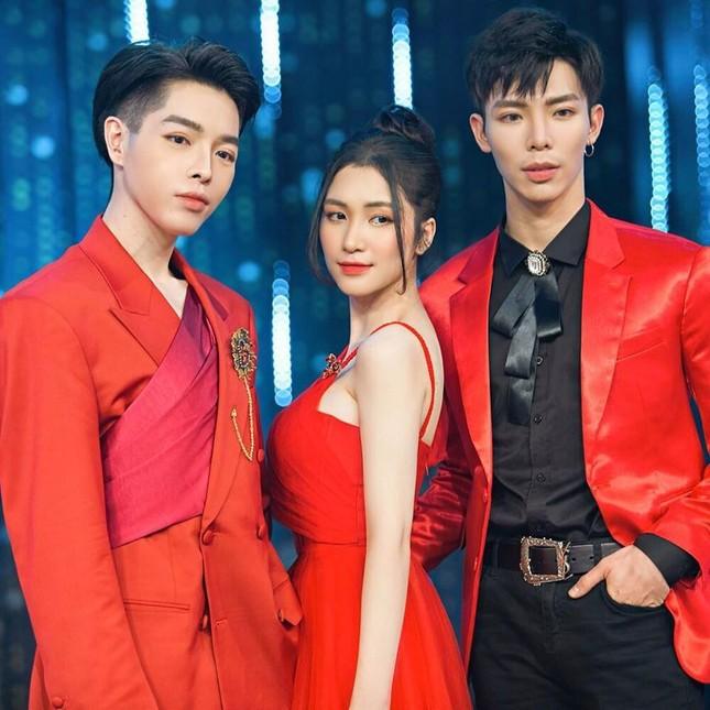 """Netizen xôn xao tin đồn Chi Pu sắp """"đọ giọng hát"""" với Hoàng Dũng và gia đình """"Hoa dâm bụt"""" ảnh 3"""