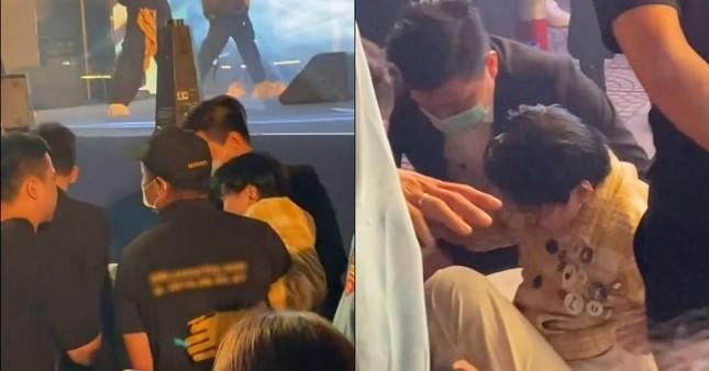 """Karik nẹp chân ngồi xe lăn sau sự cố sân khấu, hứa vẫn có mặt ở concert """"Rap Việt"""" ảnh 2"""