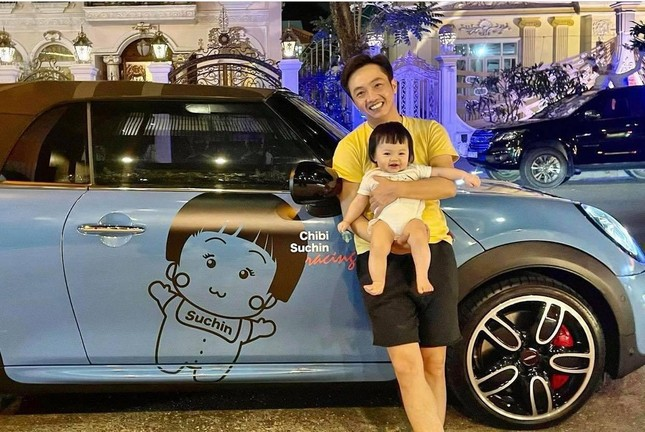 Chán siêu xe, Cường Đôla mua xe máy độc lạ 150 triệu đồng để chở vợ con đi dạo? ảnh 3