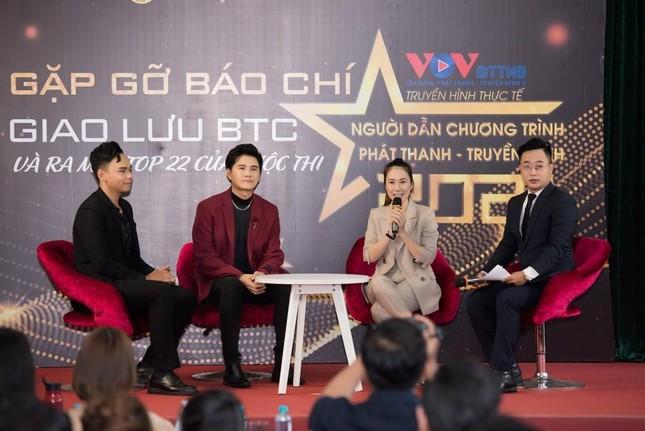 MC Thanh Thảo Hugo trở về trường cũ làm cố vấn cho cuộc thi tìm kiếm tài năng MC ảnh 1