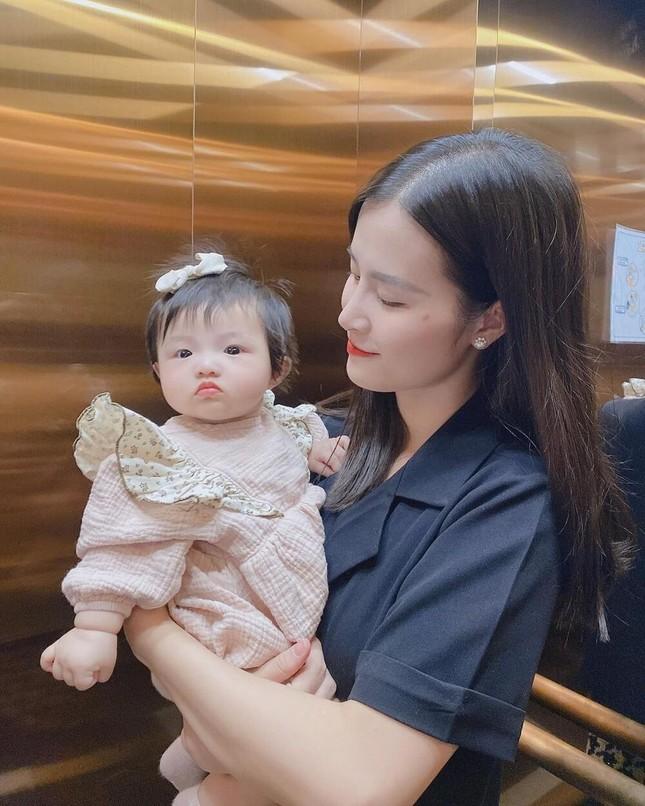 """Những khoảnh khắc """"hổ báo"""" của bé Winnie, mẹ Đông Nhi không lo bị ăn hiếp ảnh 3"""