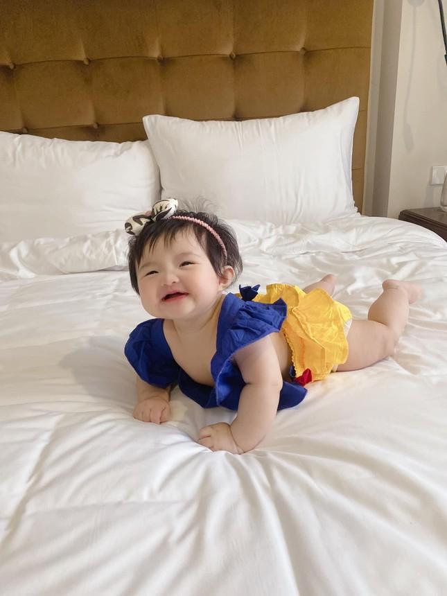 """Những khoảnh khắc """"hổ báo"""" của bé Winnie, mẹ Đông Nhi không lo bị ăn hiếp ảnh 6"""
