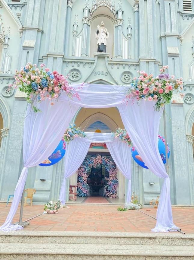 """Phan Mạnh Quỳnh hóa """"soái ca"""" trong lễ cưới, nhưng nhan sắc cô dâu mới là tâm điểm ảnh 2"""