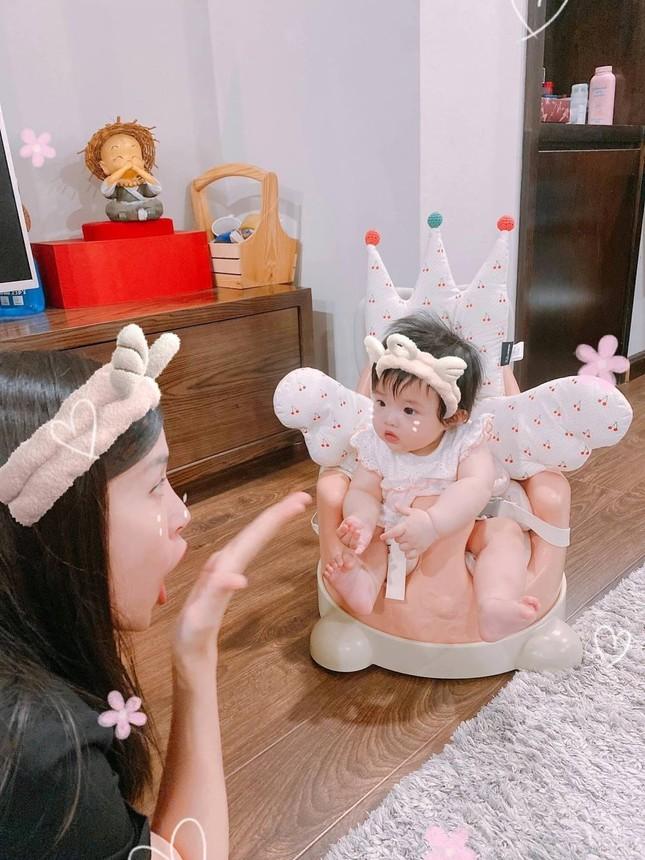 """Vừa """"hổ báo"""" hôm trước, hôm sau bé Winnie - con gái Đông Nhi đã trở thành """"thánh meme"""" ảnh 1"""