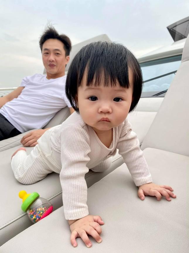 """Đàm Thu Trang gọi yêu con gái là """"Cường con"""", cùng Cường Đôla du ngoạn sông Sài Gòn ảnh 3"""