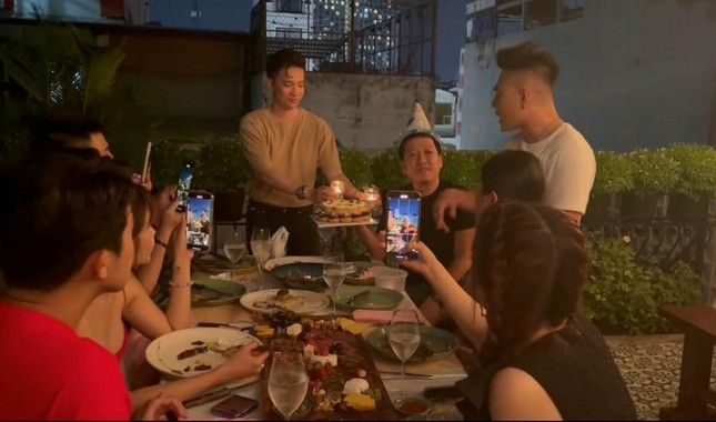 Trường Giang được tổ chức sinh nhật bất ngờ, Nhã Phương không quên dặn chồng nhớ ăn kiêng ảnh 2