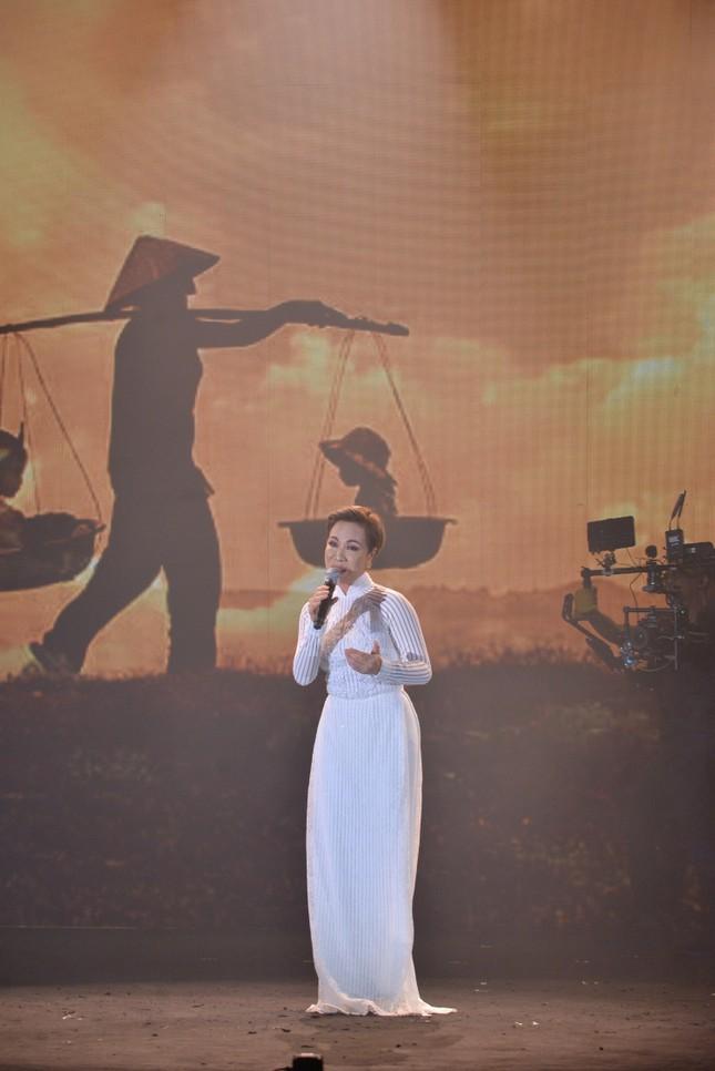 """Uyên Linh - Văn Mai Hương tái ngộ, song ca """"đỉnh của chóp"""" hai bản hit mới ảnh 2"""