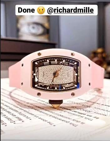 Dẫu nhà vừa bị mất trộm, Ngọc Trinh hết khoe siêu xe 30 tỷ lại sắm đồng hồ 2,6 tỷ đồng ảnh 1