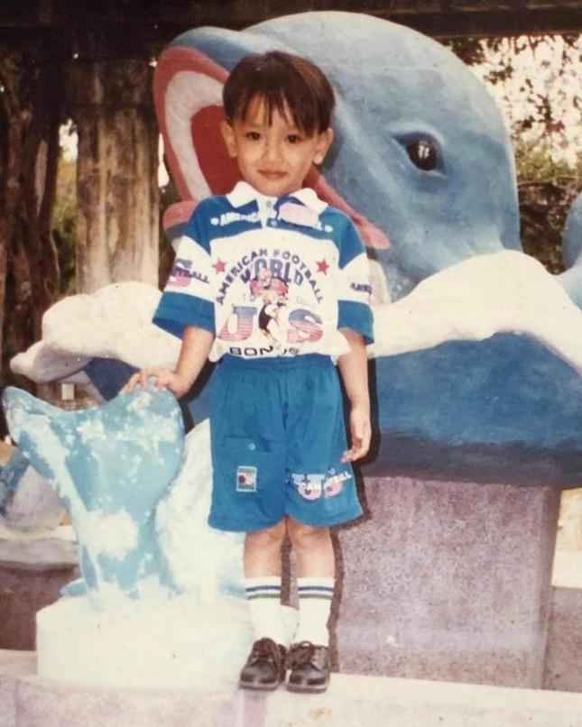 Thuận Nguyễn được Diệu Nhi mừng sinh nhật với... một chiếc nón và hai bài hát? ảnh 1