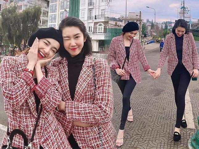 """""""Chị em Châu Báu"""" Nhã Phương - Thúy Ngân chăm diện đồ đôi từ thường ngày đến thảm đỏ ảnh 6"""