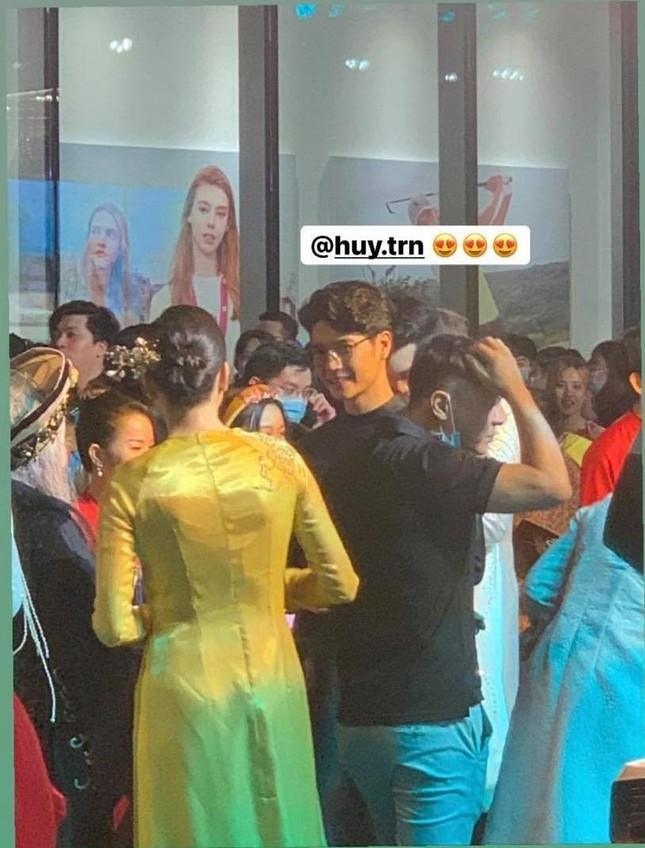 Huy Trần đưa mẹ đi ủng hộ phim mới của Ngô Thanh Vân, cặp đôi sắp công khai? ảnh 5
