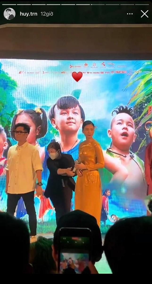 Huy Trần đưa mẹ đi ủng hộ phim mới của Ngô Thanh Vân, cặp đôi sắp công khai? ảnh 4