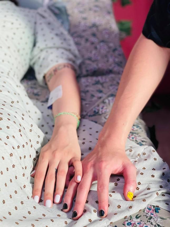 """Karik khoe đang """"tay trong tay"""" bên một người con gái, netizen đồng loạt gọi tên Miu Lê ảnh 2"""
