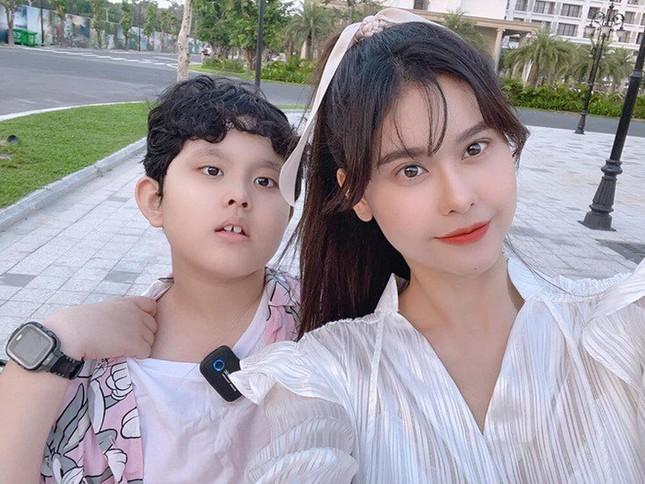 """Tim - Trương Quỳnh Anh cùng đi Phú Quốc với con trai, rộ tin đồn """"nối lại tình xưa"""" ảnh 2"""