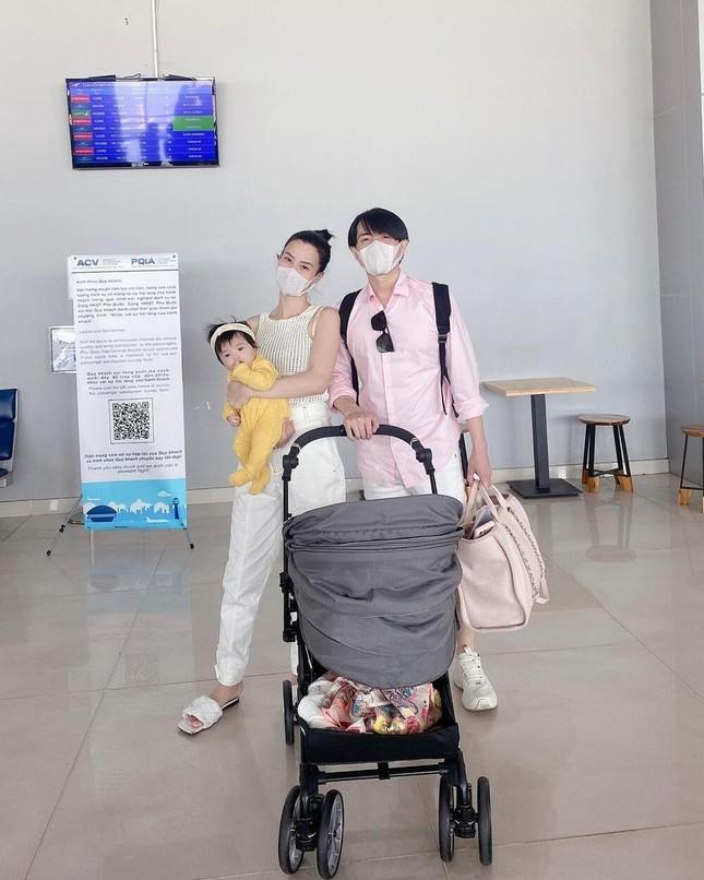 Con gái Cường Đôla khoe váy áo xịn xò, Đông Nhi được netizen nhắc làm điều này cho Winnie ảnh 6