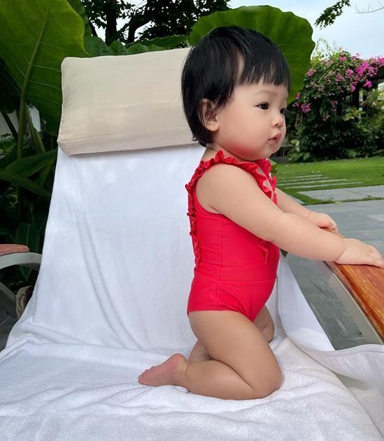Con gái Cường Đôla khoe váy áo xịn xò, Đông Nhi được netizen nhắc làm điều này cho Winnie ảnh 1