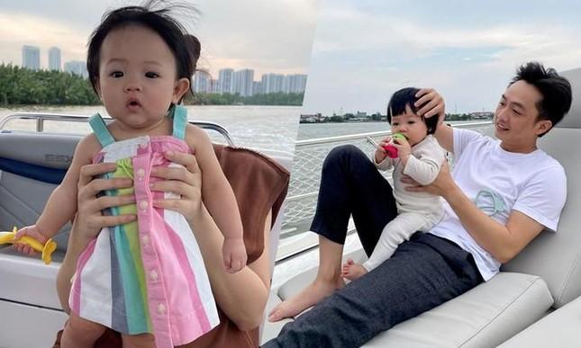 Con gái Cường Đôla khoe váy áo xịn xò, Đông Nhi được netizen nhắc làm điều này cho Winnie ảnh 4