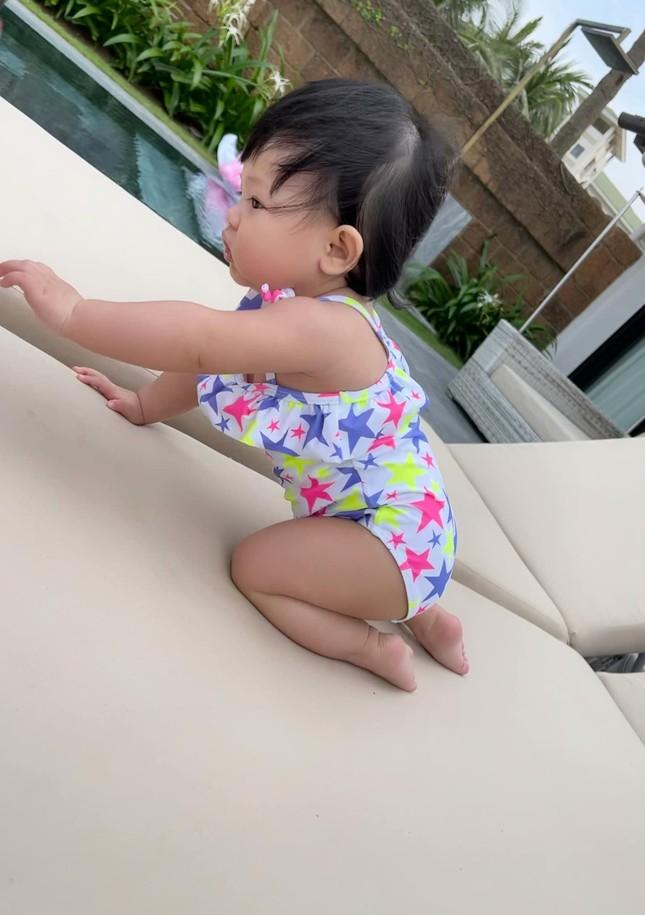 Con gái Cường Đôla khoe váy áo xịn xò, Đông Nhi được netizen nhắc làm điều này cho Winnie ảnh 2