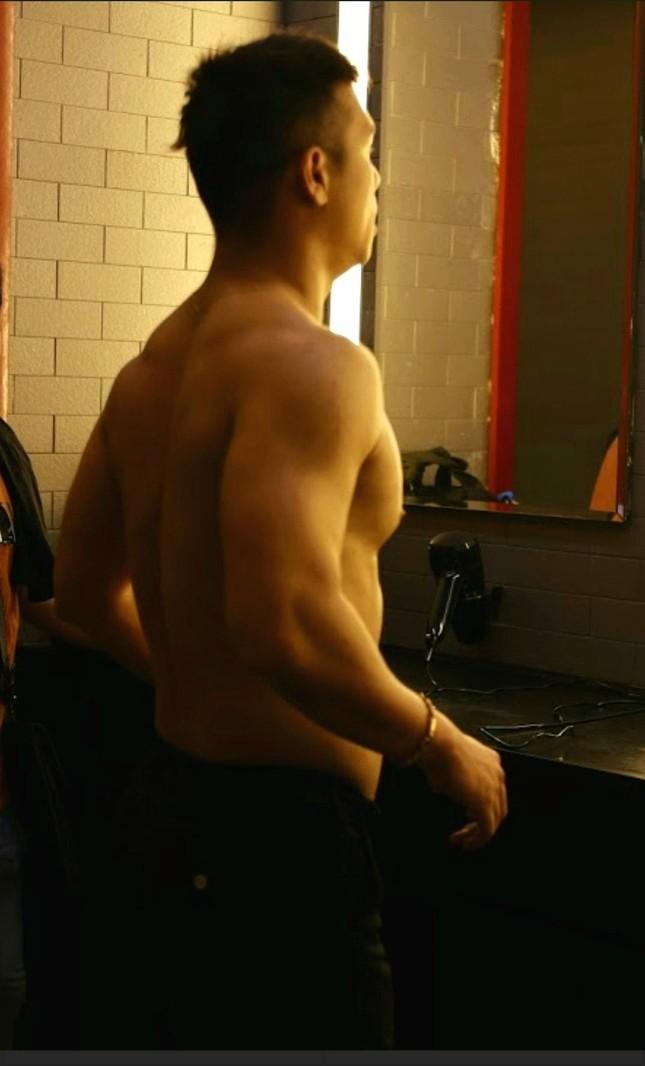 """Running Man Việt Nam mùa 2: Trương Thế Vinh khoe cơ bắp cuồn cuộn, xứng danh """"Voi Biển"""" ảnh 2"""