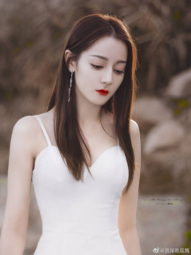 """Địch Lệ Nhiệt Ba xinh như thiên thần trong phim mới """"Hạnh Phúc Trong Tầm Tay"""" ảnh 4"""