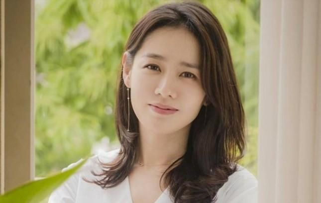 """Hé lộ khối tài sản của """"Chị Đẹp"""" Son Ye Jin, không kém cạnh """"nữ tài phiệt"""" Yoon Se Ri ảnh 1"""
