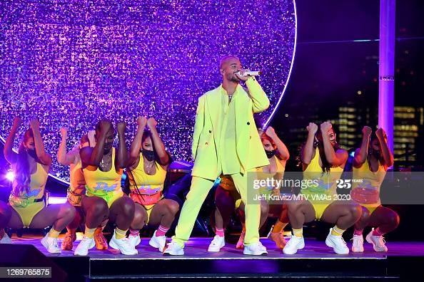 Dàn sao khuấy động VMAs 2020: Lady Gaga, Ariana Grande, BTS, The Weeknd thắng lớn ảnh 5
