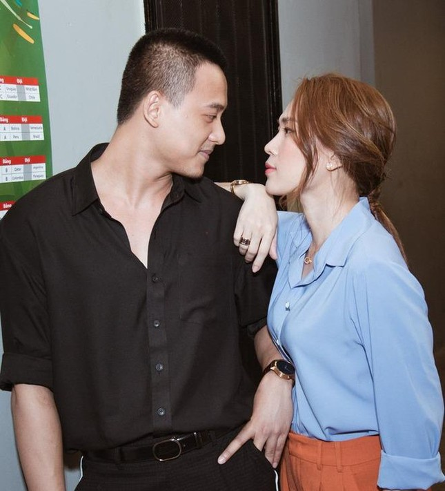 """Đâu chỉ Ngô Thanh Vân - Huy Trần, V-Biz còn nhiều cặp """"trai đẹp - chị đại"""" tin đồn khác ảnh 9"""